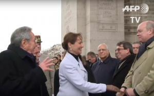 Ségolène Royal greets Castro and the Cuban delegation under the Arc de Triomphe