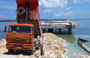 Repairs have begun at the Caibarién-Cayo Santa María causeway. Photo: Granma