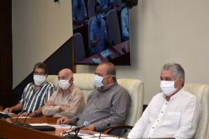 Díaz-Canel (r.), Marrero during a coronavirus update session. Photo: Estudios Revolución